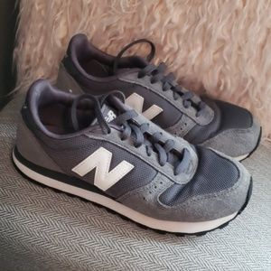 Classic New Balance Sneakers Gray Suede